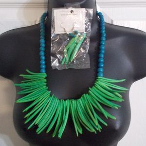 Blue & Green Earring necklace set wood Jungle